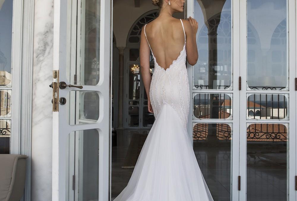 Riki dalal haute couture belle en blanc robe de mari e for Couture a fribourg