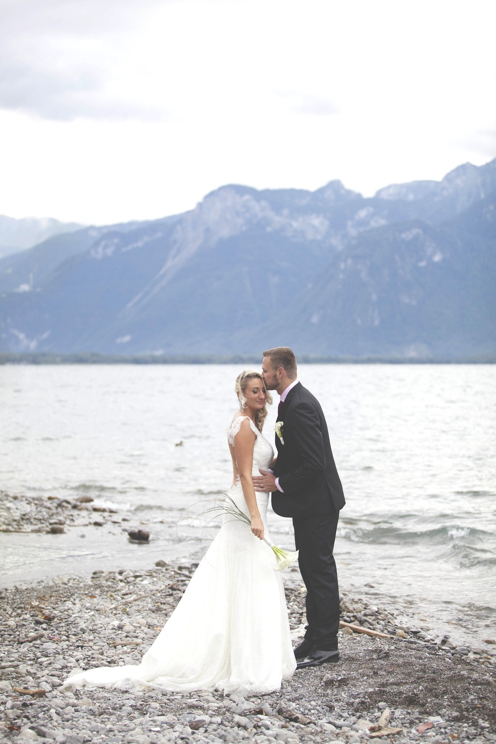 Photo session wedding by the lake